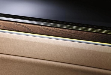 What kind of trim type are you? The atmosphere in the interior of your Touareg is strongly influenced by its interior trim. Choose from different design packages, which lend the interior of your vehicle even more individuality and personality.